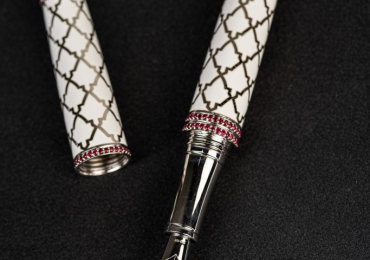 Perfect Signature fountain pen ,  exclusive jewelry fountain pens of highest quality, 18k gold nib, made of sterling silver, decorated with natural precious stones of the highest quality, hand made fine pen